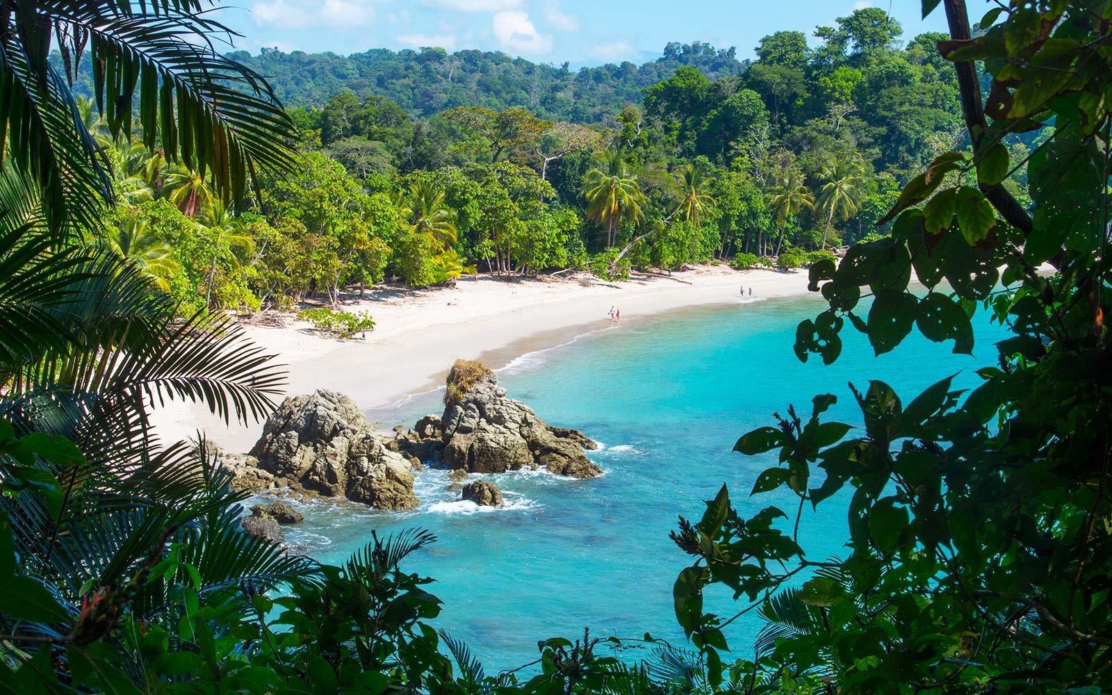 manuel-antonio-beach-costa-rica-CRFLIGHTDEAL1017